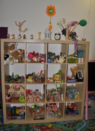 Стеллаж с игрушками